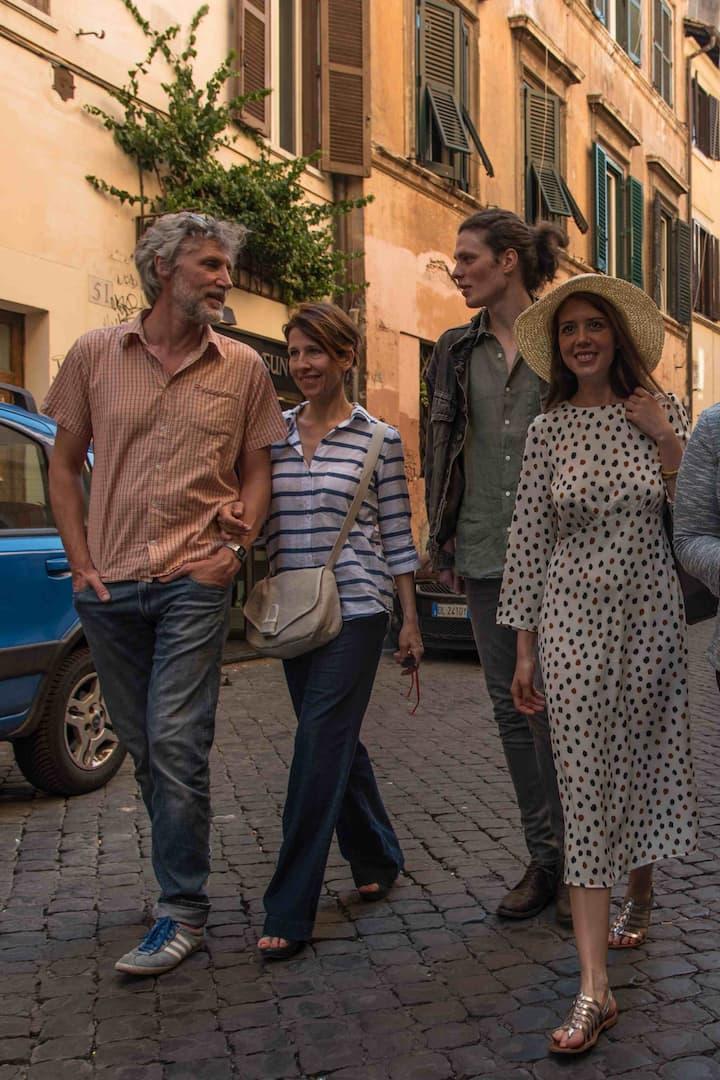 Walking around Trastevere alleys