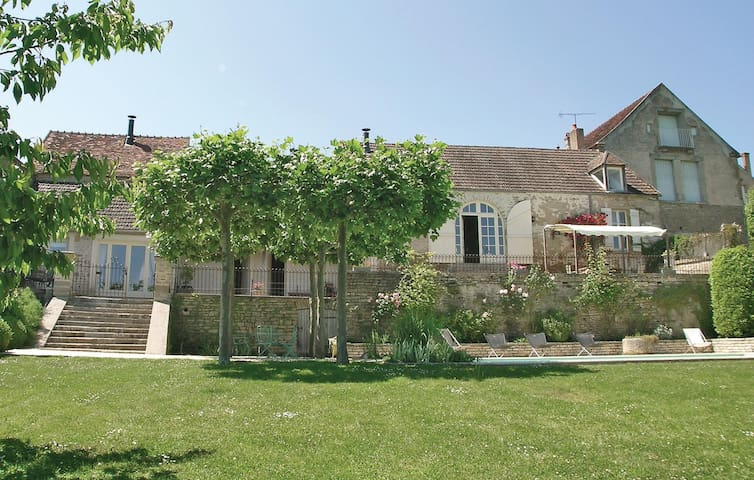 Holiday cottage with 3 bedrooms on 127m² in Montreal
