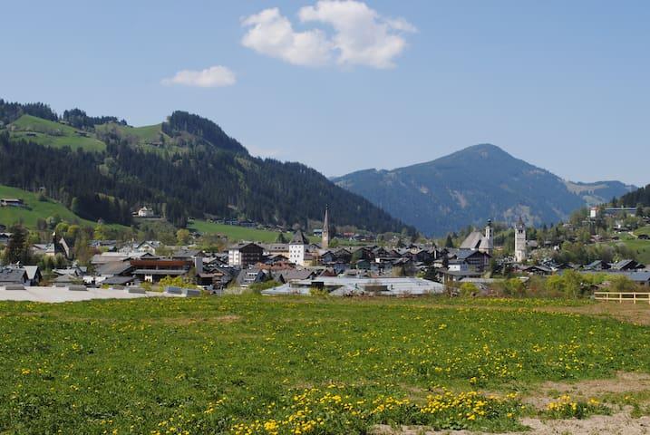 charming chalet in kitzbühel 2 - Kitzbühel - Bed & Breakfast