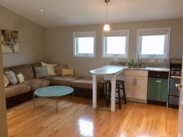 Newly Built Studio in Arlington - PRIVATE & CLEAN