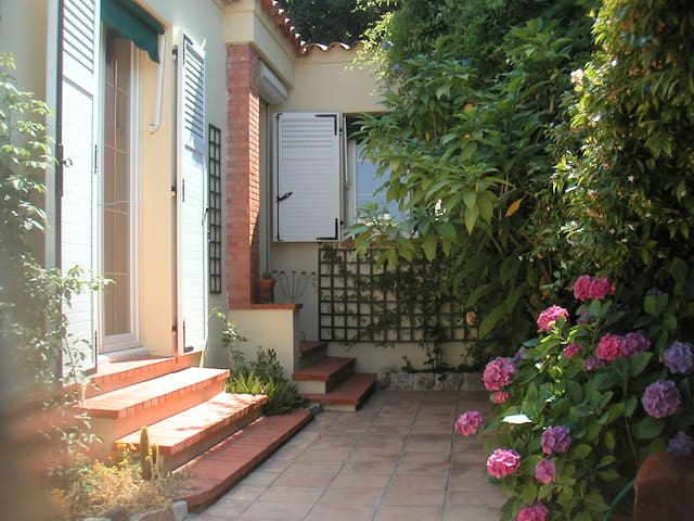 Pretty cheap room near hospital - Cannes - Bed & Breakfast