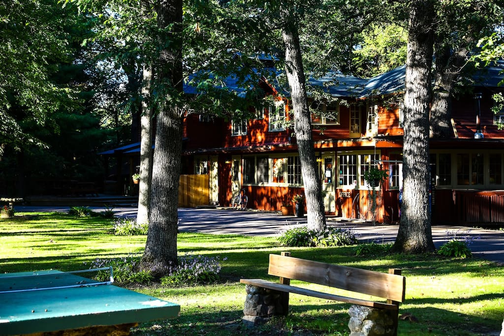 The treehouse cabin duplex cabins for rent in for Cabins in wisconsin dells for rent