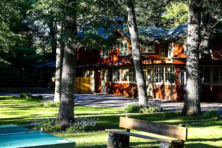 Private home on a wooded cabin resort! - Wisconsin Dells
