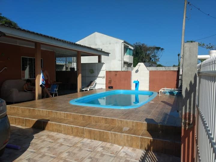 Casa 1 Guaratuba com piscina / 15 pessoas
