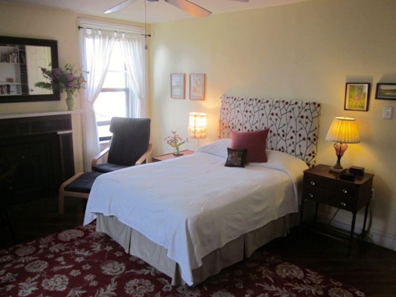 Bedroom w/ private bath in Park Slope Brownstone