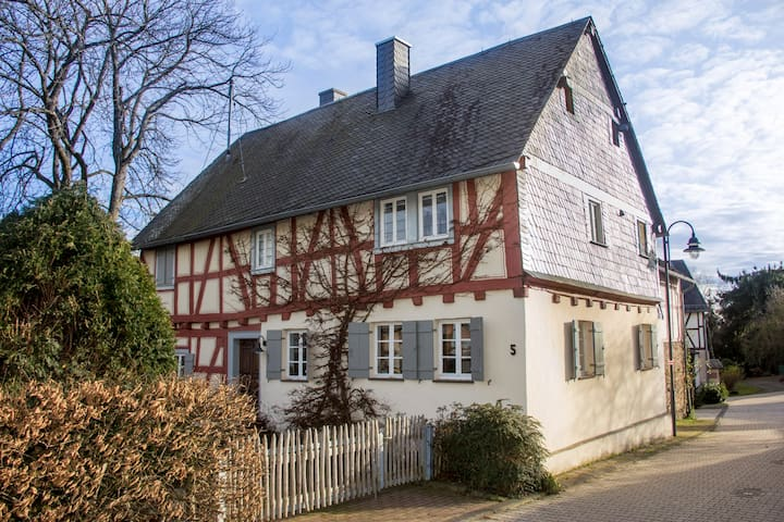 Cosy, 200 years old half timbered house - Macken - Casa