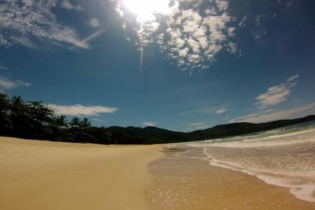 Bananal bay is the third most important turistic place in Ilha Grande. With 5 beaches worthy of contemplation. Come bath in waterfalls situated in the hearth of the jungle. and taking a nap in a hammock having the waves as background music!