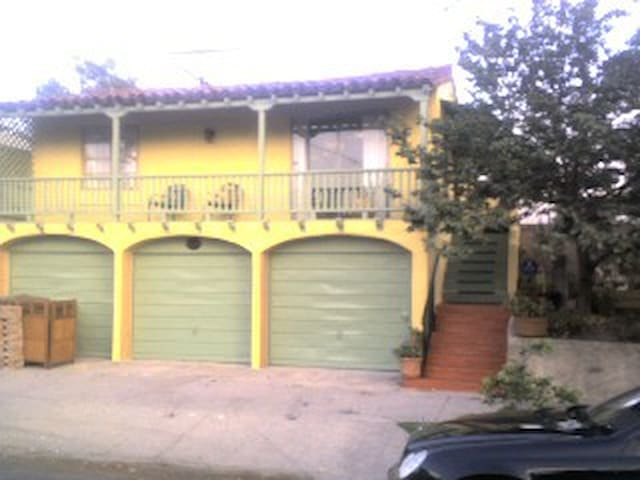 Spanish Bungalow Guest House LA CA.