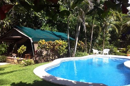 Rafiki Beach Camp Beachfront Tent 1 - Savegre - Bed & Breakfast