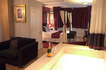 Small boutique hotel with 2 suites - Farnham
