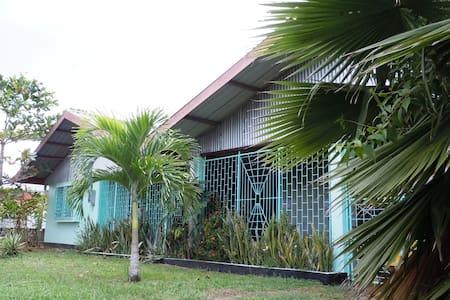 Suriname: Kamers voor lage prijs op prima lokatie - Hus