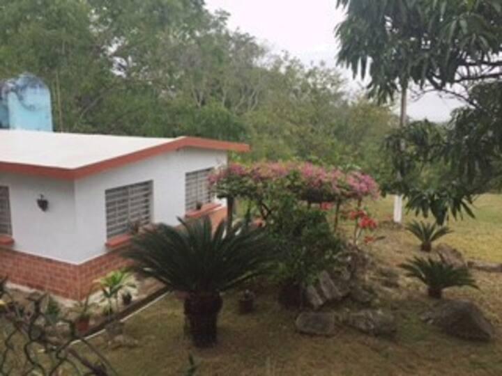 Casa con huerta en poblado de Temapache, Ver.