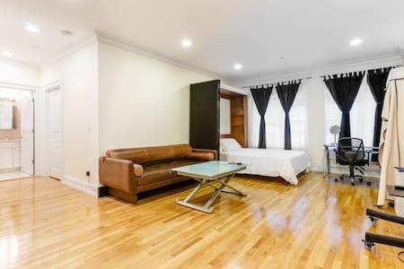 Spacious Studio/Pvt Bath 2 blks to Central Park N - New York - Condominium