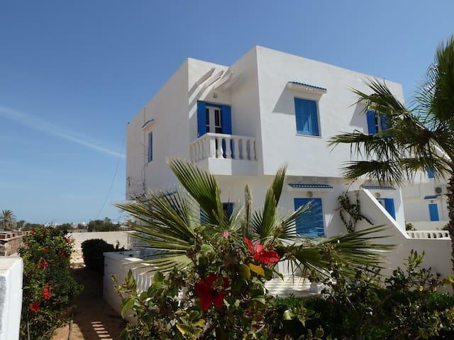Villa à Djerba  A 300 M DE LA PLAGE - Aghir - House