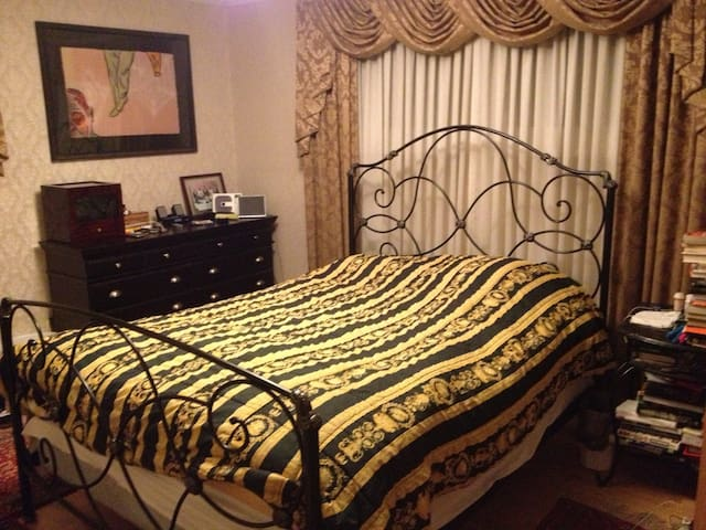 Master BR queen sized bed