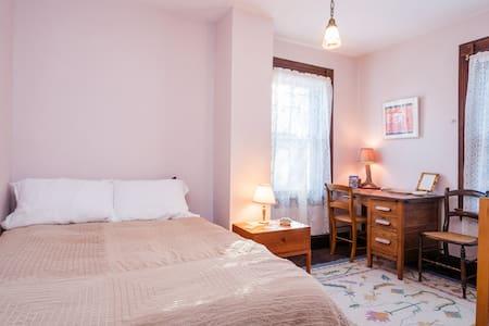Queen Anne Bed & Breakfast Room #2 - Binghamton - Casa