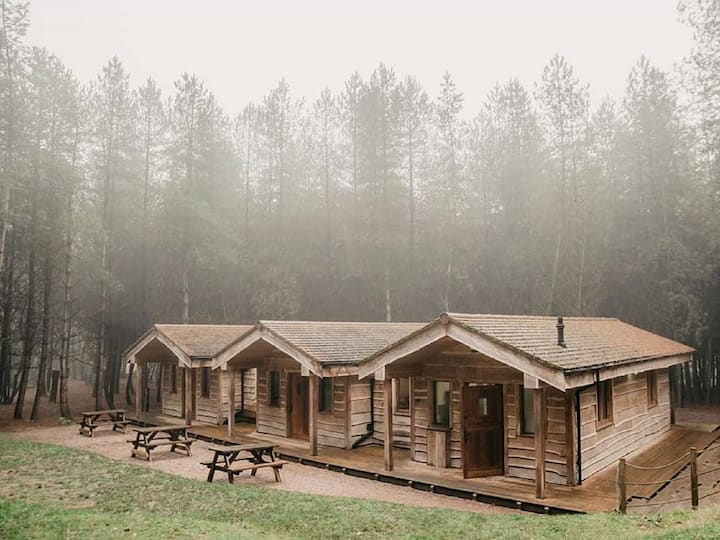 Private woodland lodge near Alton Towers