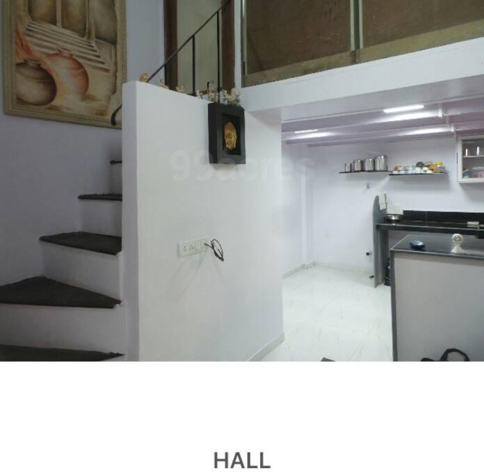 A grand cute studio apartment on 2 levels.