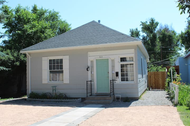 West Bungalow in downtown Alamosa, close to ASU