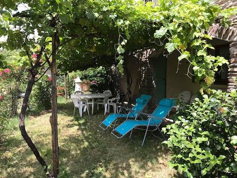 Appart cévenol avec terrasse et jardin ombragés