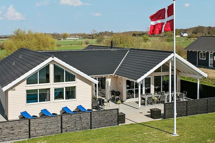 Gran casa de vacaciones en Bogense con piscina