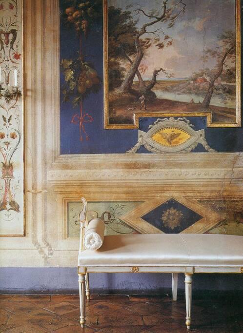 Dettaglio di uno degli affreschi del palazzo