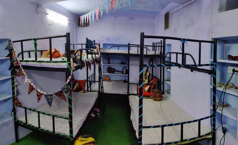 Bunkers Hideout Housetel, Basement Dorm