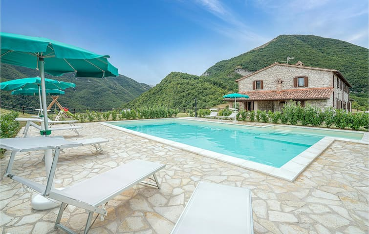 Amazing home in Piobbico (PU) with Outdoor swimming pool and 8 Bedrooms