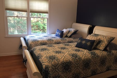 2nd floor private bed and bathroom - Chapel Hill