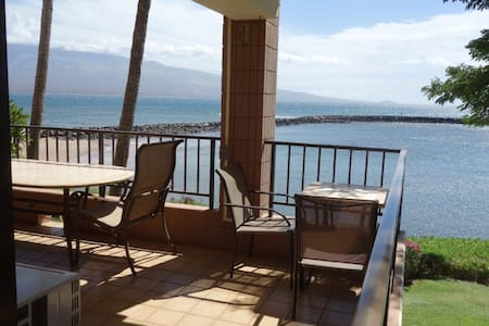Ocean front, huge lanai, SPECIAL RATE 9/17 - 10/2 - Apartment