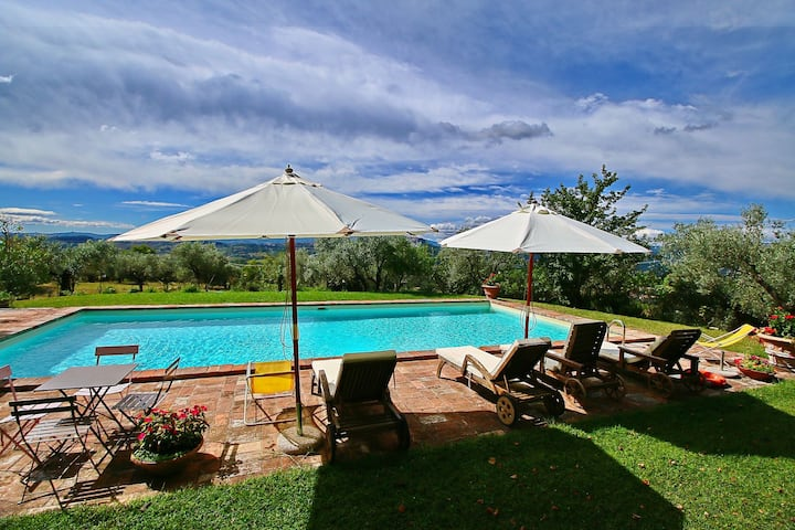 Farmhouse in Todi with Pool, Terrace, Garden, Deckchairs