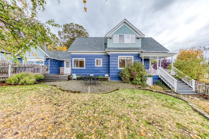 Dog-friendly downtown home w/ a nice yard & easy Gorge & Mt. Hood access!