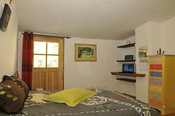 Chambres d'hôtes - Gréolières - Wikt i opierunek