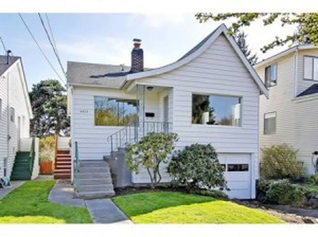 One Bedroom Apt in Sunset Hill, Seattle/Ballard