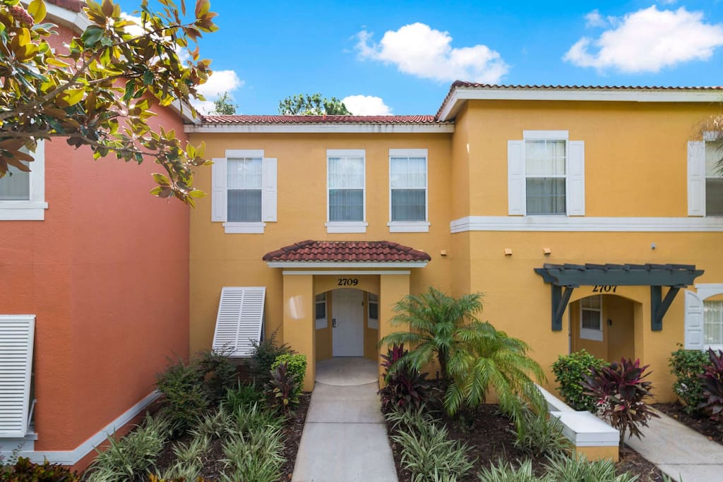 Bring your family and stay at this spacious and perfectly located townhome in the Emerald Island resort. You'll be minutes away from the fun and excitement of Walt Disney World® Resort.