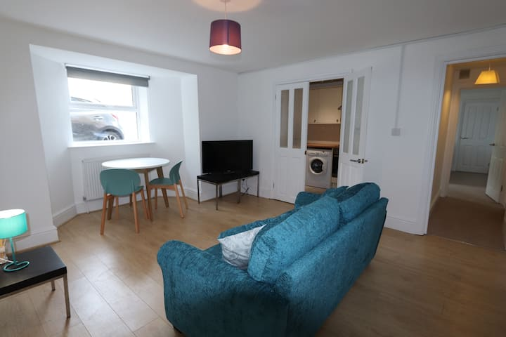 Totterdown One Bedroom Apartment with Parking