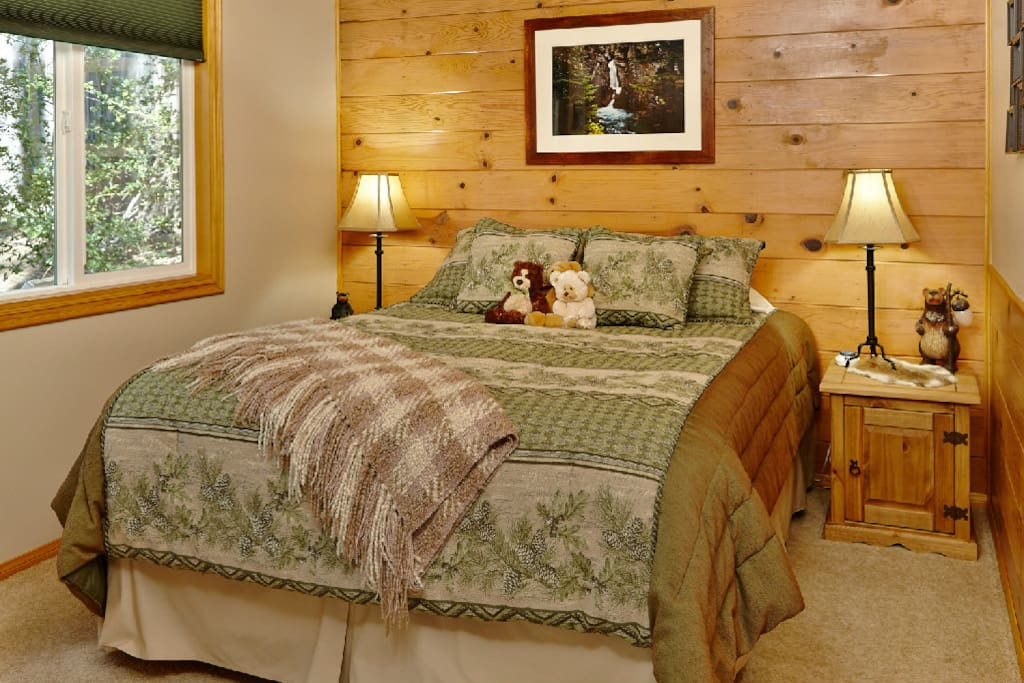 Guest bedroom with queen bed & lovely bear decor
