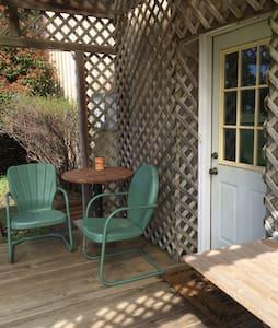 Garden Retreat - Edmond - Bungalow
