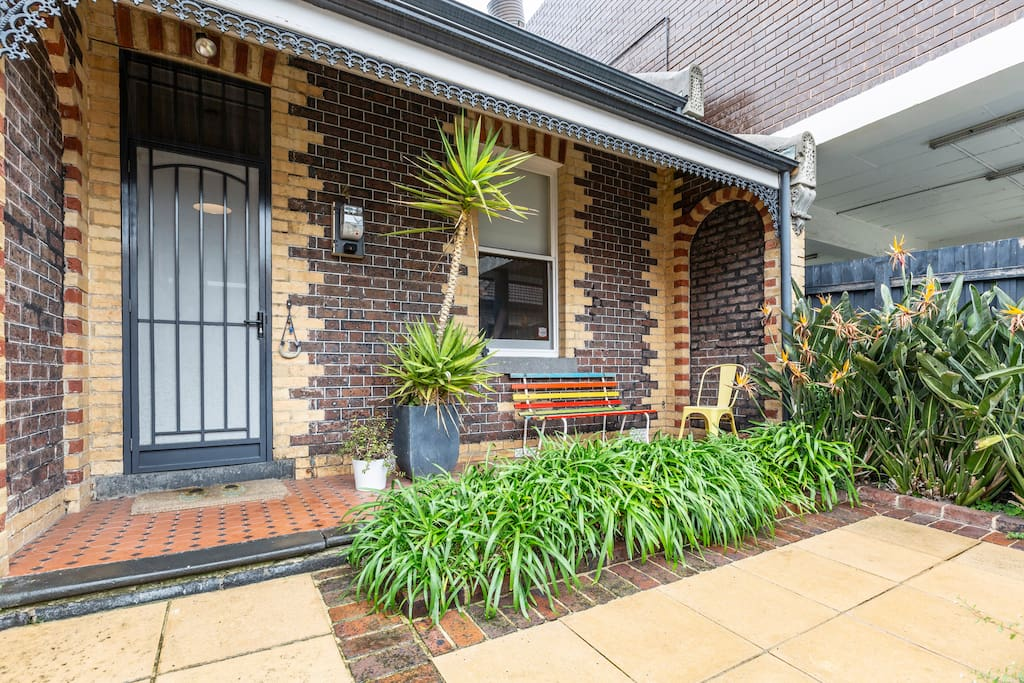 The front patio area of the house is a popular morning coffee spot for many guests with its veiw to the street.