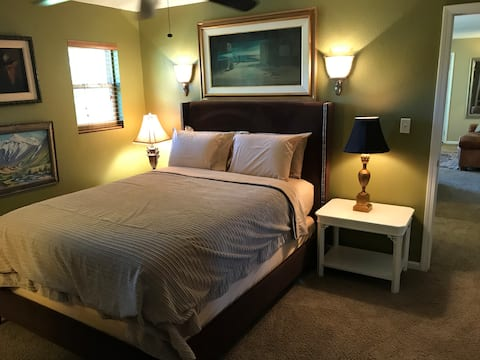 Clifty Apartment convenient to all. Ample parking