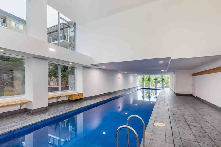 Modern, Stylish Apt - GYM, POOL, SAUNA @ Metro CBD