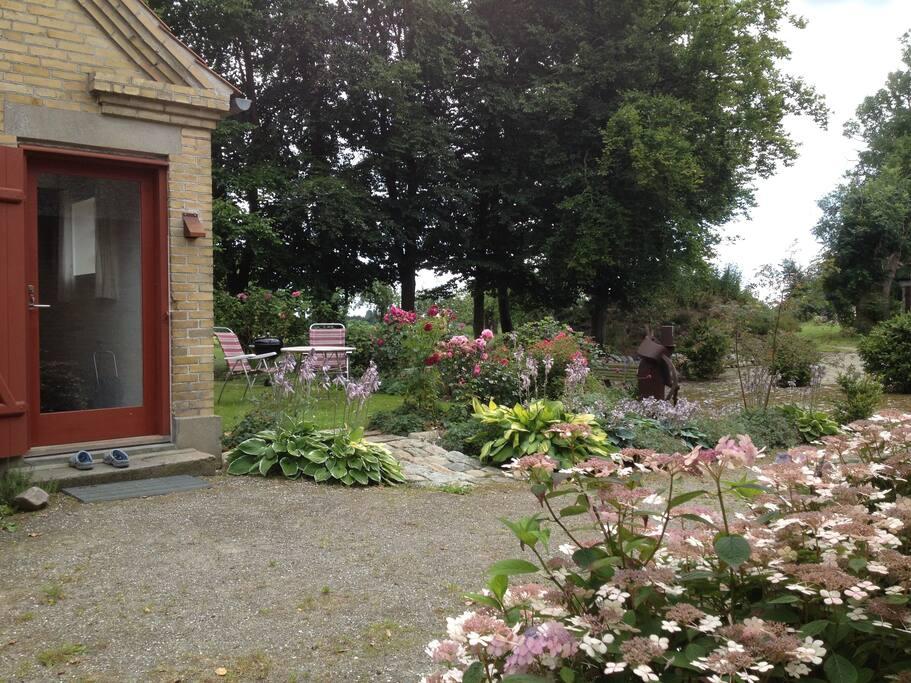 Ingdangsparti og udendørs hyggekrog