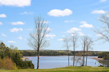 """Fox Trot"" Pinette River Waterview w/ Sunroom!"