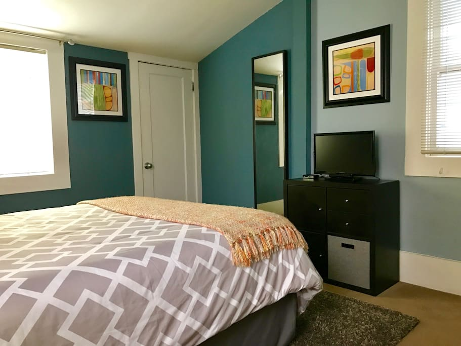 AirBnb Guestroom - Cable Television & High-Speed Internet