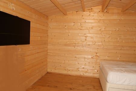 Private Log Cabin with  Wi-fi and smart TV. - Buckinghamshire