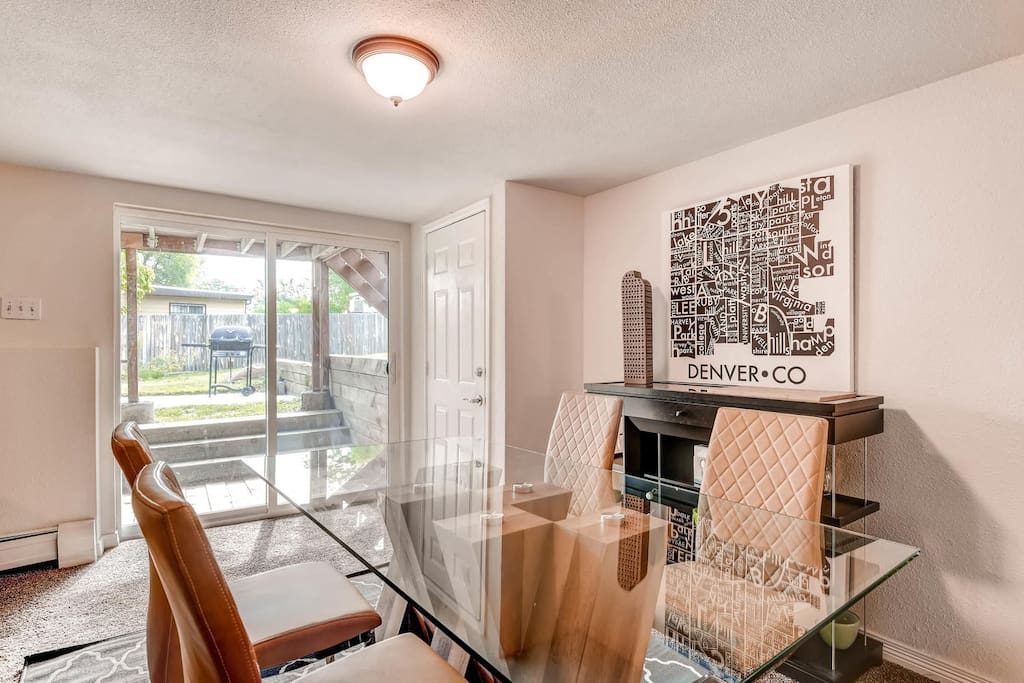 Spacious 2 3 Br Minutes To Downtown Red Rocks Apartments For Rent In Lakewood Colorado