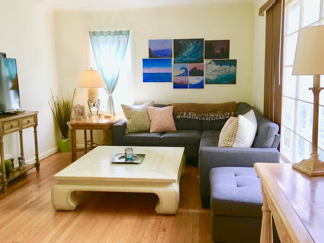 Cozy 2 Bed + Office Close to Downtown Royal Oak!