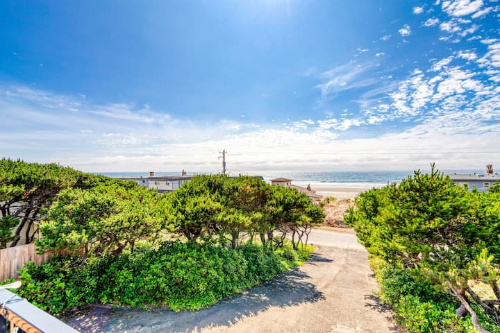 Ocean & lake view home w/ private hot tub - 1/2 block to beach, dogs OK!
