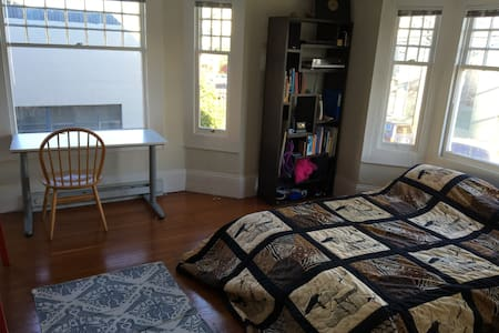 Large, beautiful room in the Mission - San Francisco - Townhouse