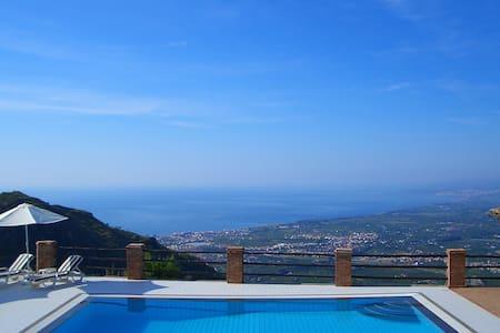 Villa in peaceful location near Taormina. - Castelmola - วิลล่า